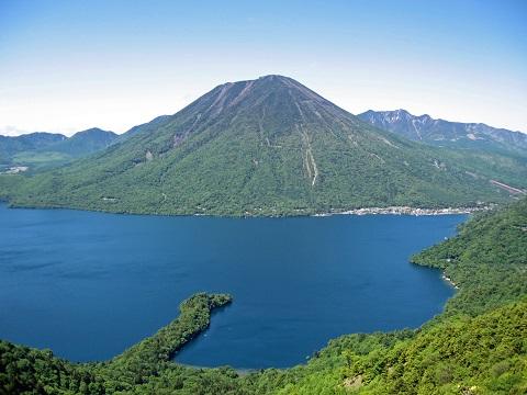 Mount_nantai_and_lake_chuzenji