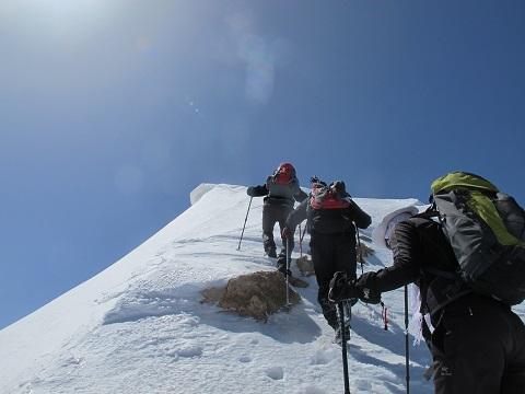 گزارش برنامه صعود قله شاهو«بام استان کرمانشاه»(۹۵،۲،۲)