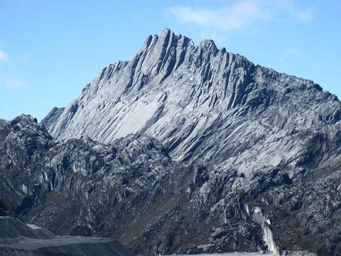 carstenz-pyramid-view