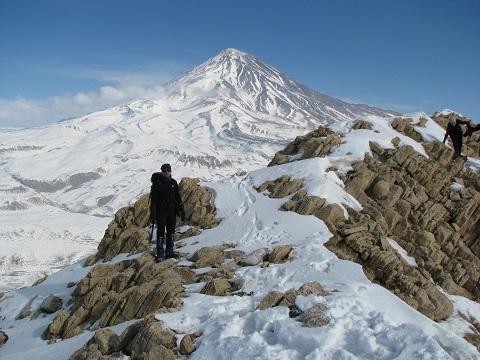 هر هفته یک برنامه«شماره ۶۷۳»/ اینبار گزارش برنامه صعود قله تیزکوه – پلور (۹۵/۱۱/۱)