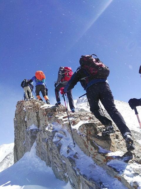 هر هفته یک برنامه «شماره ۷۱۱»/ این بار گزارش صعود قله سوزچال ۹۶/۷/۱۴