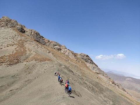گزارش صعود قلل گرچان به هفت خوانی«مسیر روستای حسنکدر به اویذر» ۱۴۰۰/۶/۱۹- هرهفته یک برنامه «شماره ۹۳۱»